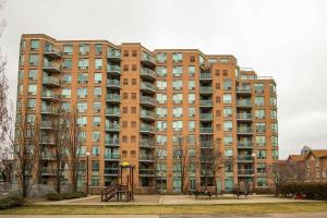 190 Manitoba St, Toronto