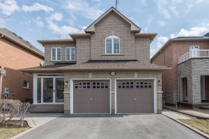 289 Queen Mary Dr, Brampton