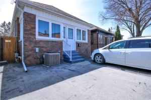 1 Bartonville Ave W, Toronto
