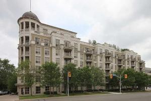 3085 Bloor St W, Toronto
