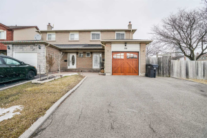 750 Queensbridge Dr, Mississauga