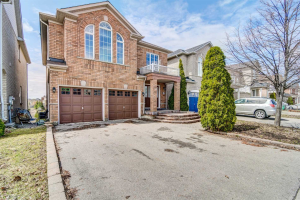 66 Queen Mary Dr, Brampton