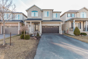 1018 Easterbrook Cres