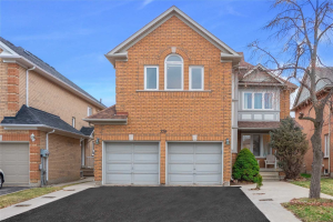 29 Rainforest Dr, Brampton