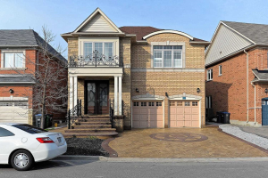 87 Maple Valley St, Brampton