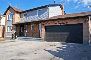 $829,000 &bull; 142 Livingston Ave, Grimsby, Niagara <br/> RE/MAX ESCARPMENT REALTY INC., BROKERAGE