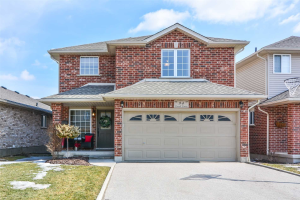 $729,000 • 94 Tovell Dr , West Willow Woods