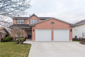 $629,900 &bull; 7 Kintyre Crt, Haldimand, Haldimand <br/> RE/MAX ESCARPMENT REALTY INC., BROKERAGE
