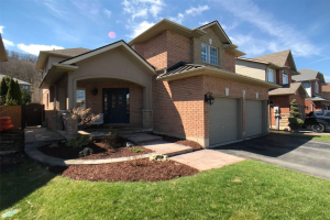 10 Hickory Cres, Grimsby