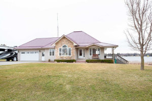 98 Beach Rd, Kawartha Lakes