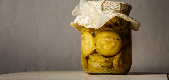 sliced-pickles-in-a-jar
