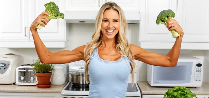 fit-women-flexing-broccoli