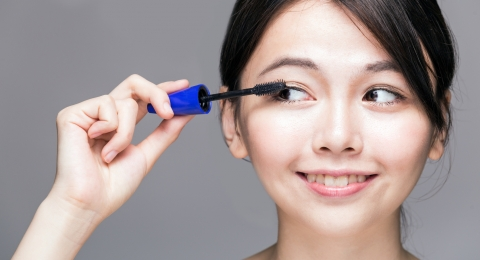 How to Make Your Own Nontoxic Mascara