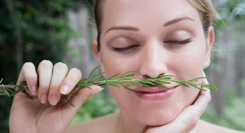 0-639607885-woman-smelling-rosemary