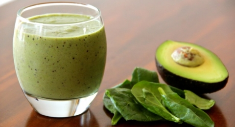 Keep The Doctor Away With This Apple & Avocado Green Smoothie
