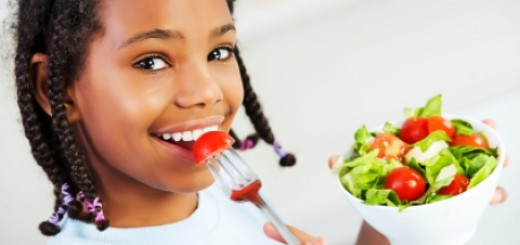 0-842959619-kid-eating-vegetables