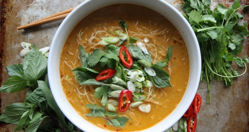 0-302814446-spicy-thai-curry-noodle-soup