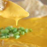 0-587412940-nachos-cheese-dip
