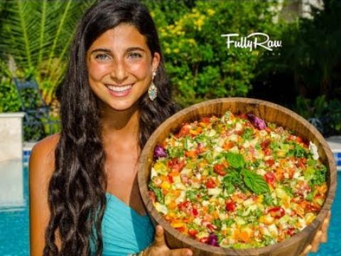 Mediterranean Salad with Hummus