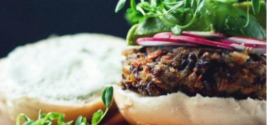 0-676578342-mushroom-black-rice-burger