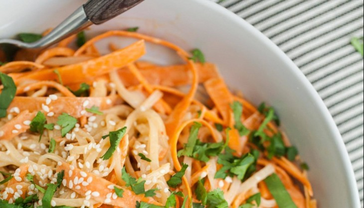 Noodle-Bowl-with-Carrots-and-Tahini-Sauce-1