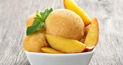 No-Churn Homemade Vegan And Gluten-Free Peach Ice Cream For Summer