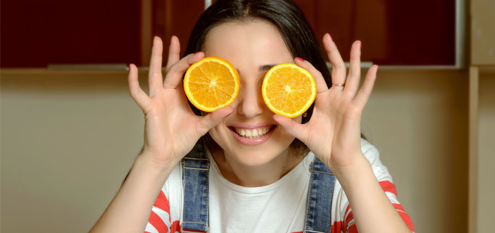 girl-with-oranges