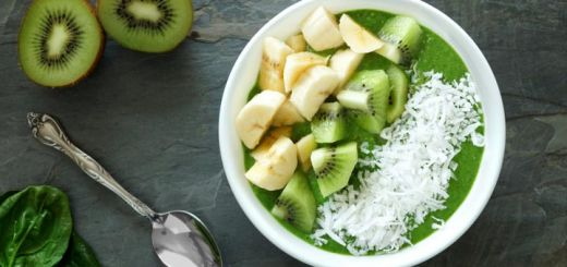 green-smoothie-bowl