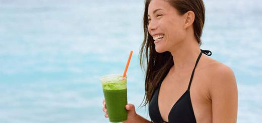beach-woman-green-smoothie