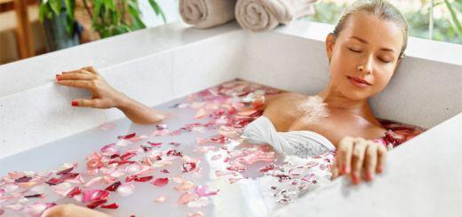 woman-rose-bath