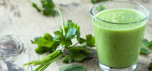 Recharge Your Cells With This Kale Smoothie