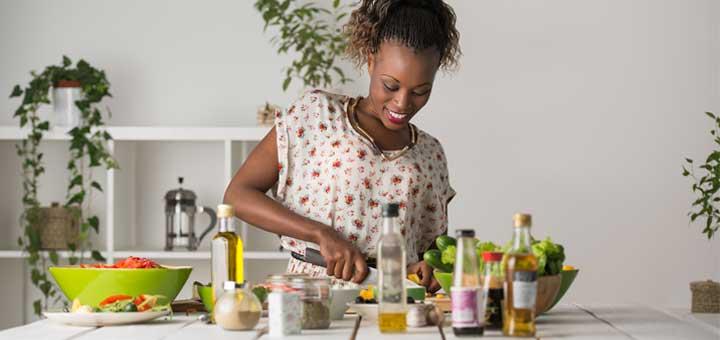 black-woman-prepping-salad