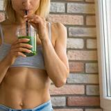 fit-woman-with-smoothie