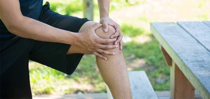man-grabbing-knee