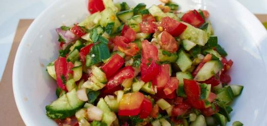 Israeli Salad Is The Perfect Appetizer