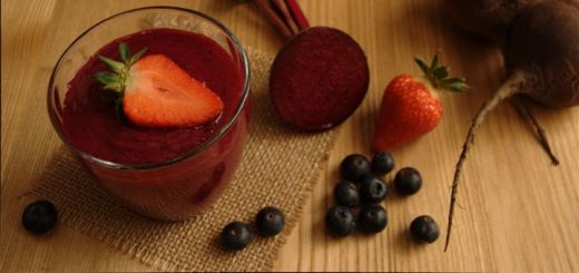 Get Healthy With This Berry Beet Detox Smoothie