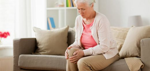 old-woman-knee-pain