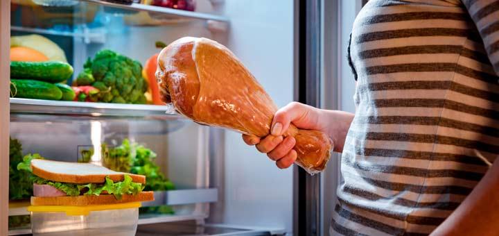 woman-holding-turkey-leg