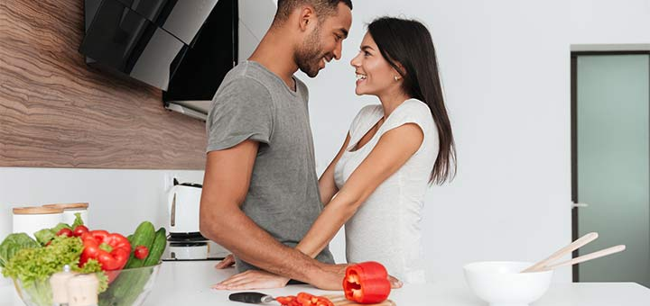 couple-in-the-kitchen