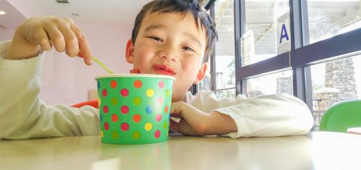 kid-eating-frozen-yogurt