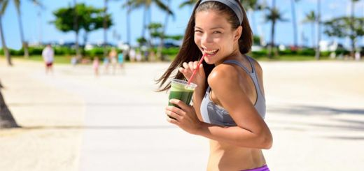 beach-woman-sipping-green-smoothie
