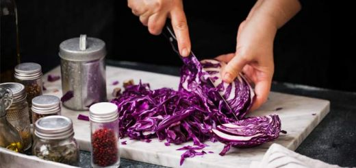 cutting-red-cabbage