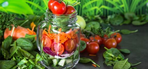 How To Prep And Build A Mason Jar Salad