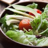 mixed-green-salad-tomatoes