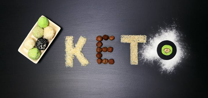 keto-sugar-on-black-board