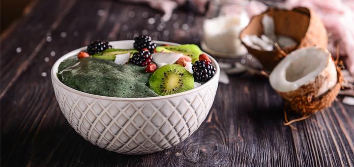 spirulina-green-smoothie-bowl