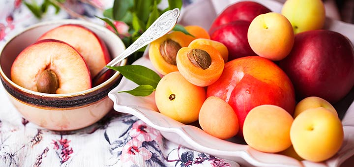 stone-fruit-on-plate