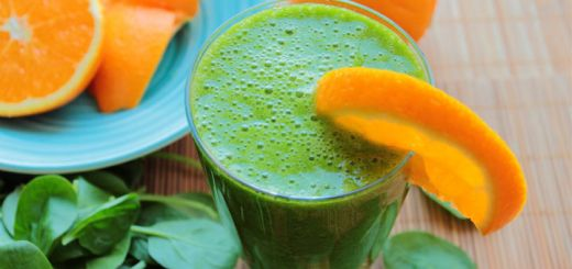 green-smoothie-with-orange-slice