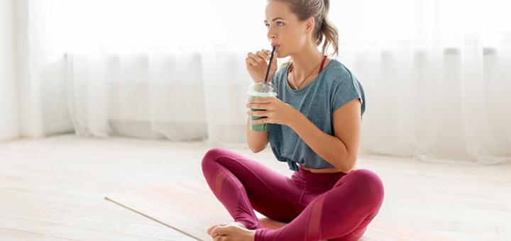 yoga-woman-smoothie