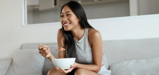 asian-woman-eating-oatmeal